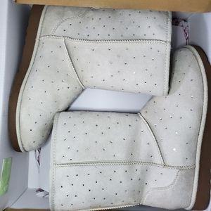SO New in Box Cream rhinestone studded boots sz 7